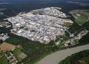 Das Werksgelände von Wacker in Burghausen ist Teil des Bayerischen Chemiedreiecks.