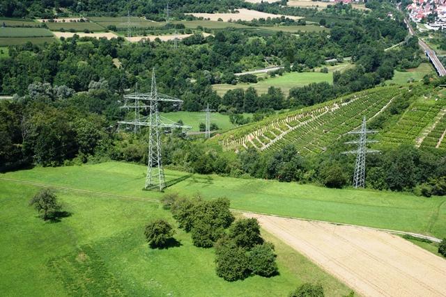 Trassenbündelung: Hier verläuft die EPS im Schutzstreifen von Stromleitungen.