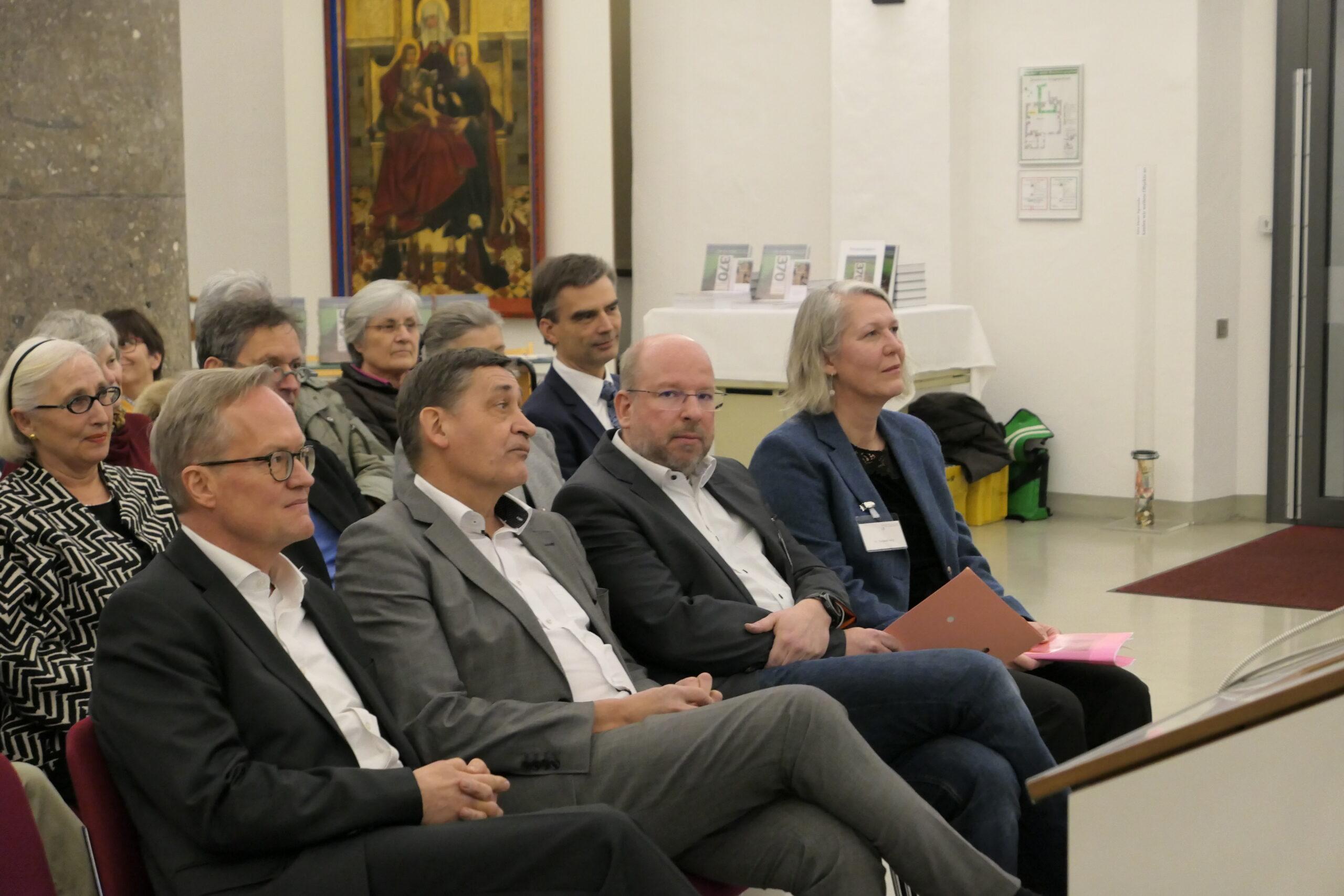 Die Vertreter der drei Landesdenkmal- ämter und EPS-Geschäftsführer Dirk Dronia, hinten Mitte (Bild 2)